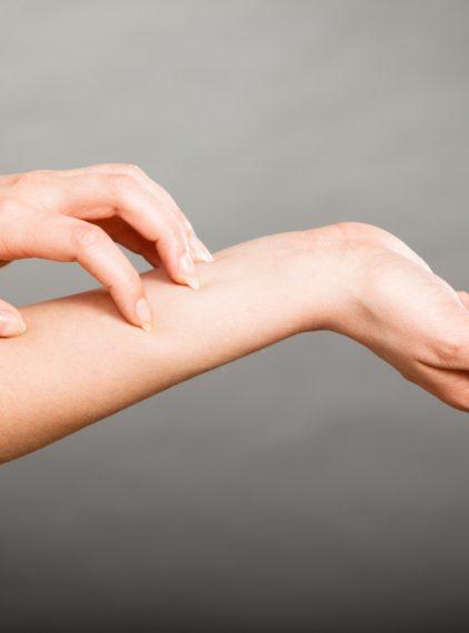 Atopowe zapalenie skóry (AZS) – opis, przyczyny, leczenie