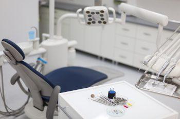 Próchnica zębów – jak dbać o zęby?
