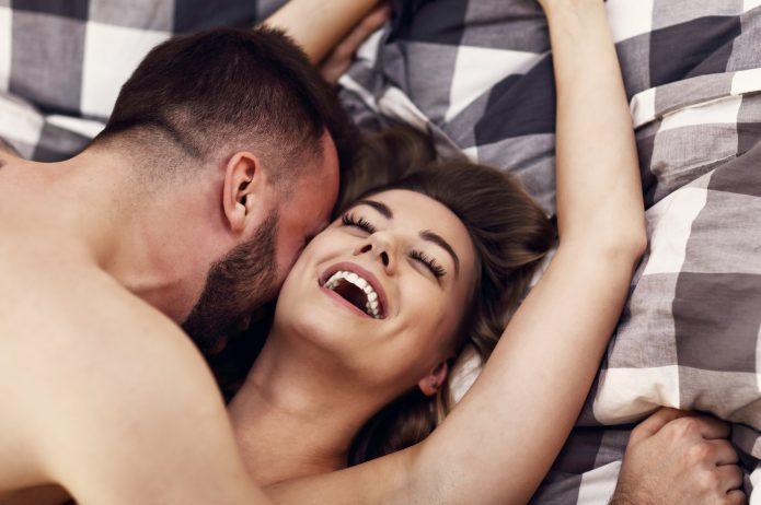 Kobieta i mężczyzna w intymnej sytuacji