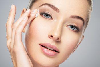 Zaczerwieniona skóra powiek – sposoby na walkę z uciążliwym dyskomfortem