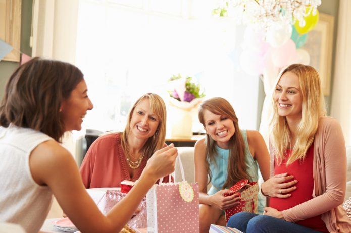10 praktycznych prezentów dla przyszłej mamy