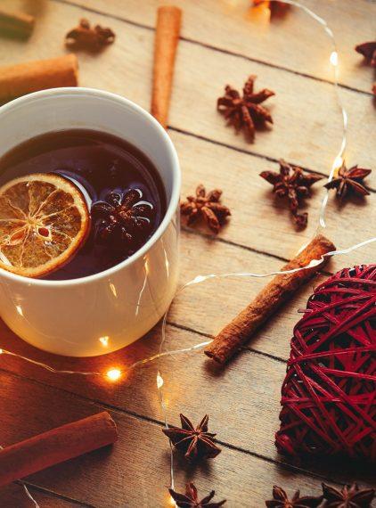 Poznaj przepisy na zimowe herbaty z przyprawami!