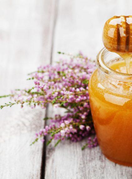 Miód: jakie ma znaczenie w kosmetologii i lecznictwie?