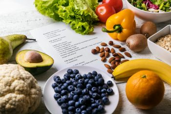 Planujesz dietę na redukcję tkanki tłuszczowej? Pamiętaj o tych zasadach!