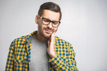 Przyczyny nadwrażliwości zębów i sposoby na jej uniknięcie