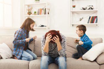Domowe pole bitwy, czyli jak radzić sobie z konfliktami między rodzeństwem?