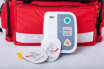 Defibrylator AED – jak go używać?