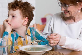Wybiórcze jedzenie u dzieci – problem oralno-motoryczny czy zaburzenia SI?