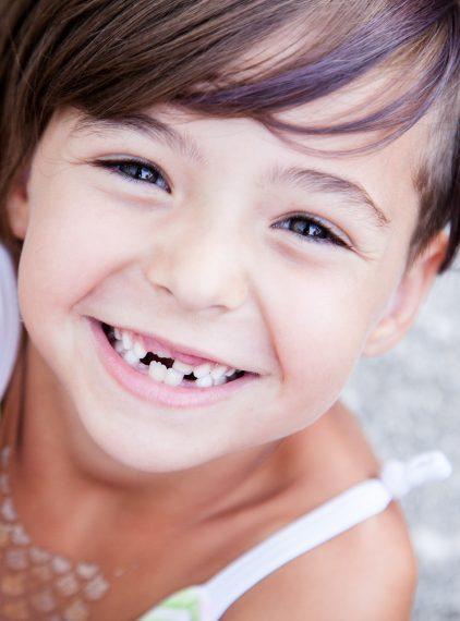 Wymiana zębów mlecznych na stałe – co warto wiedzieć?