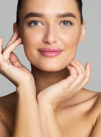 Makijaż na lato – jakie wybrać kosmetyki?