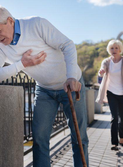 Co oznacza ból w klatce piersiowej?