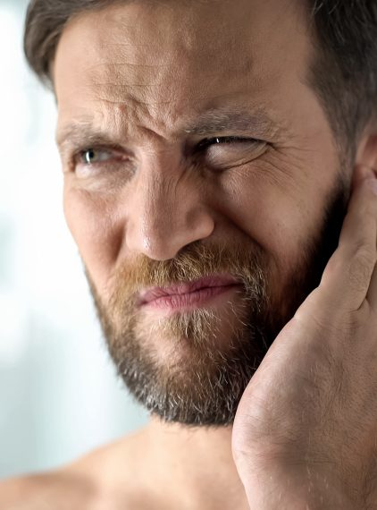 Ucho pływaka – przyczyny, objawy, leczenie