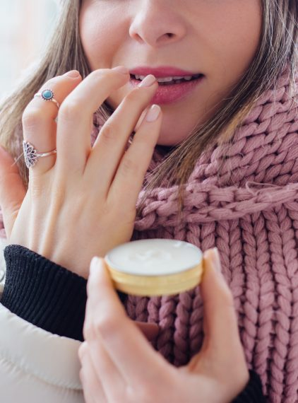 Jakie kosmetyki stosować zimą?