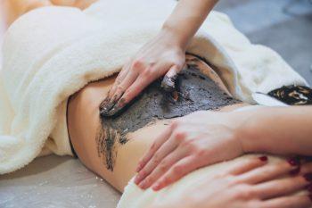 Na co pomagają kąpiele borowinowe?