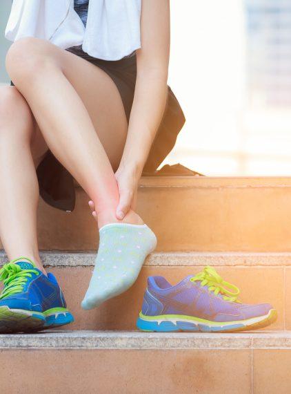 Skręcenie kostki – jakie ćwiczenia warto wykonywać?
