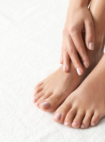 Grzybica stóp i paznokci – co je powoduje?
