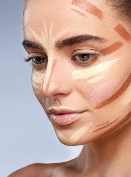 Czym jest konturowanie twarzy?